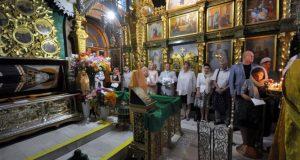 В Свято-Троицком женском монастыре Симферополя медики освятили халаты
