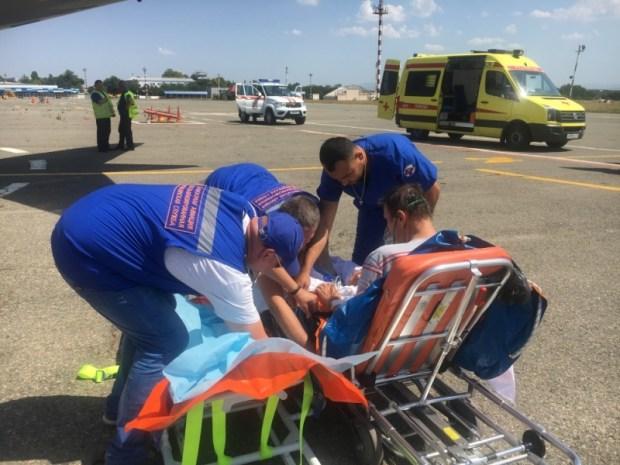Суперджет 100 МЧС России доставил тяжелобольных из Симферополя в Москву