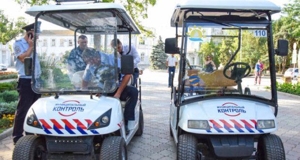 С нелегальной торговлей в Евпатории будут бороться при помощи электрокаров