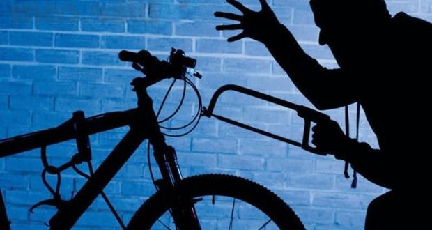 """Бомж в Симферополе украл велосипед и 4 автомобильные покрышки - решил пополнить """"бюджет"""""""