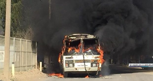 В Керчи сгорел автобус