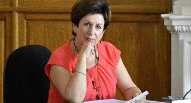 Председатель Заксобрания Севастополя Екатерина Алтабаева не обязана вручать грамоту Президенту РФ