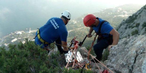 Севастопольские спасатели сняли с горы Куш-Кая незадачливого скалолаза