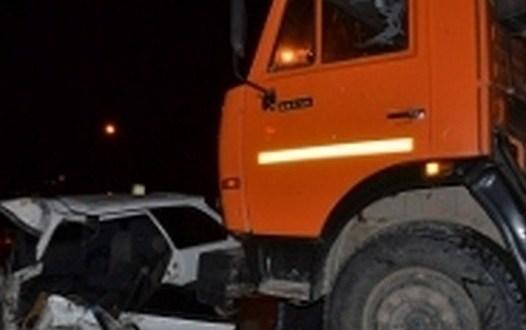 Ночное ДТП на 10 км трассы «Симферополь – Феодосия» произошло ДТП. «Тойота» попала под КАМАЗ