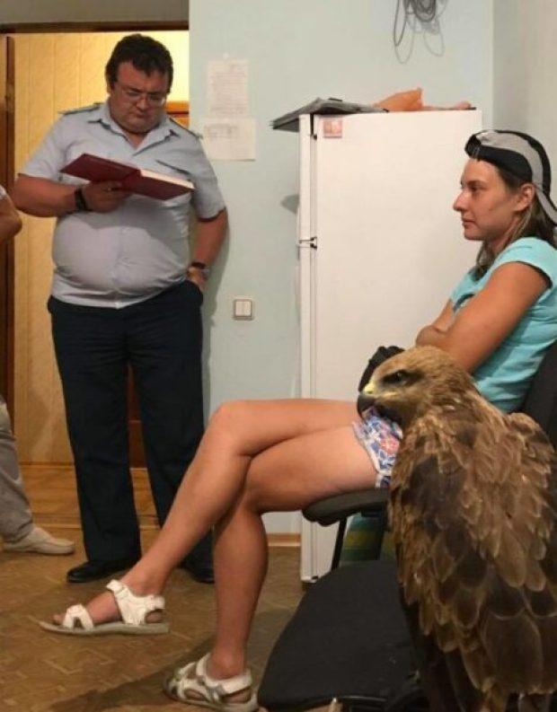 В Коктебеле задержали предпринимателей с птицей и обезьяной