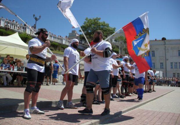 В Севастополе фестиваль силового экстрима собрал сотни зрителей