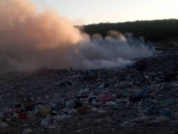 В Севастополе горит полигон ТБО в Первомайской балке