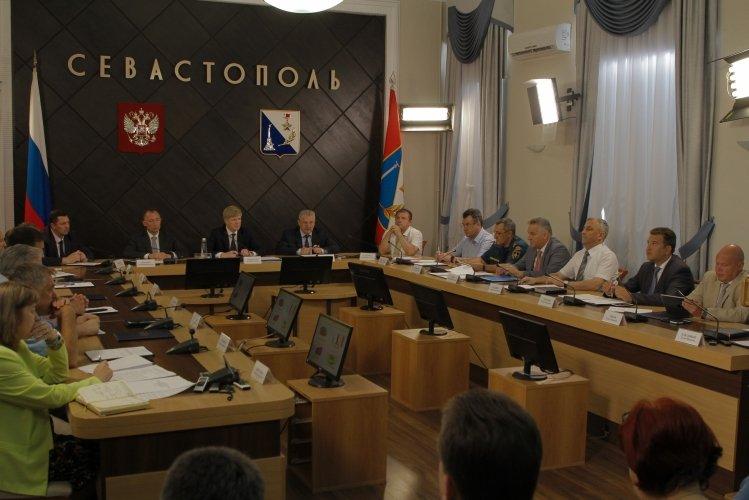 Всё, что вы хотели знать о зарплате бюджетников в Севастополе. Сравнивайте
