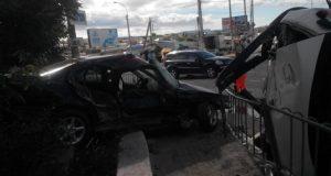 Утро воскресенья в Севастополе началось с серьезного ДТП. Столкнулись легковой BMW и грузовой «Ford»