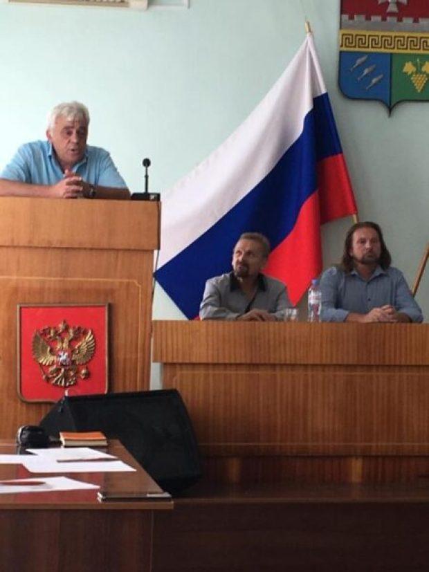 «Доброволец» об итогах общественных слушаний в Балаклаве: полю для мини-футбола быть