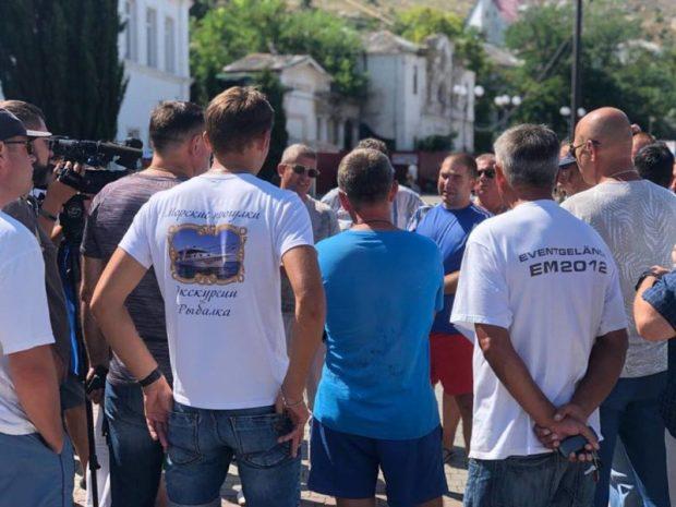В Балаклаве очередной конфликт: спорный причал. Стороны за стол переговоров усадил «Доброволец»