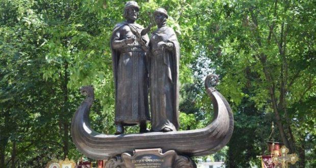 В крымской столице открыли памятник святым Петру и Февронии Муромским
