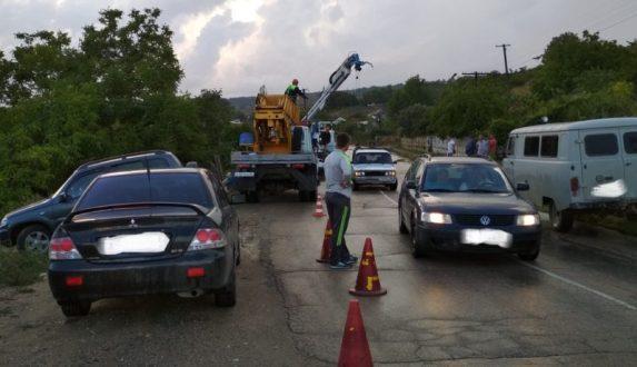 ДТП в крымском селе Фурмановка. Автомобиль столб и врезался в забор дома