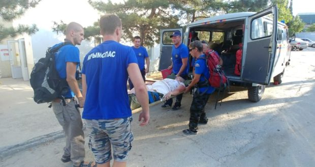 В горах Крыма женщина сломала ногу. Причина травмы… не подходящая для похода обувь