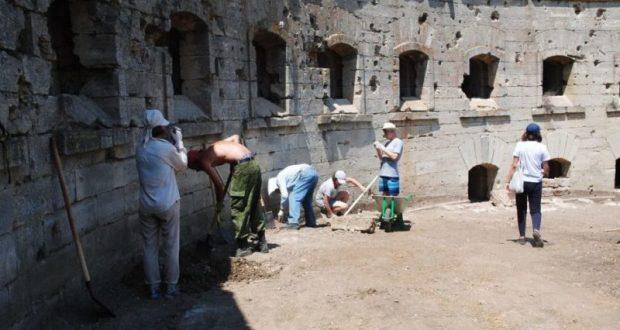 В Крыму, напротив Керченского моста, исследуют самую крупную в России крепость 19 века