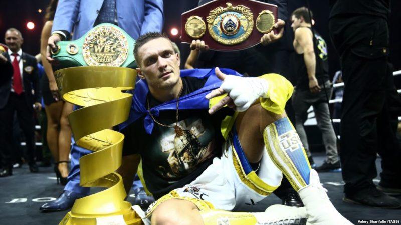 Боксер-чемпион Александр Усик едет в Крым. К детям