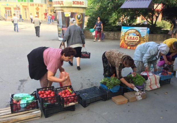 """Симферопольские власти продолжают """"воевать"""" со стихийными торговцами"""