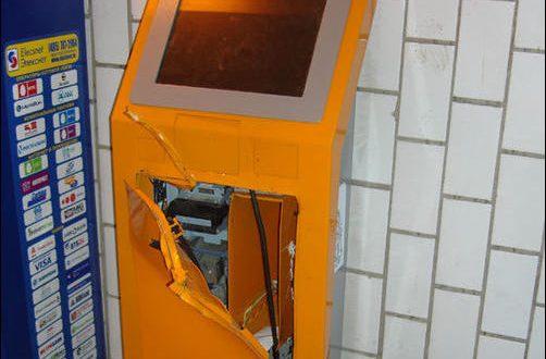 В Севастополе мужчина вскрыл платёжный терминал, но сбежать от полиции не смог