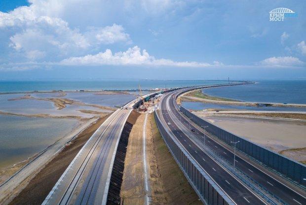 Бархатный путь на полуостров: уложены первые рельсы железнодорожной части Крымского моста