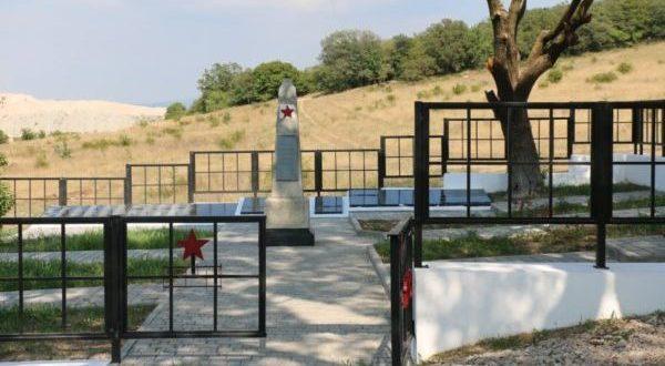 В Севастополе приводят в порядок воинские кладбища