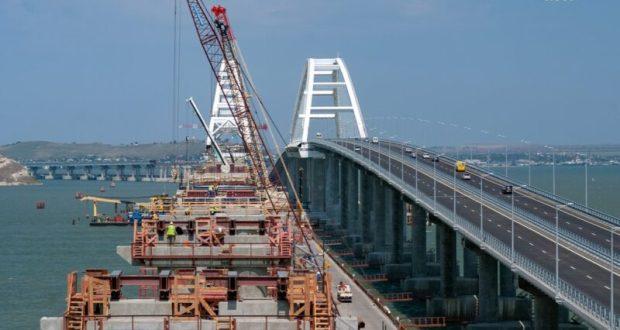 Киев анонсирует новые санкции против компаний, строящих Крымский мост. А стройка идет себе и идет