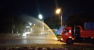 В Симферополе из-за жары клумбы поливают ночью