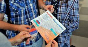 """В аэропорту """"Симферополь"""" пассажирам рассказывали историю флага России"""