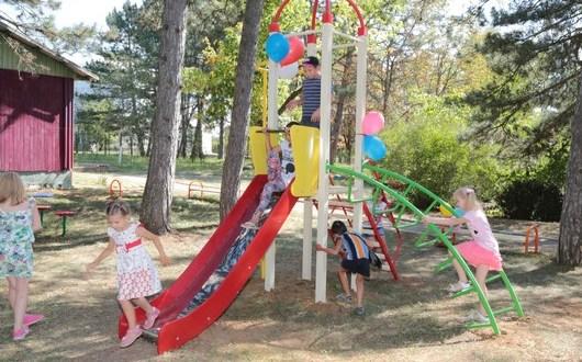 Детская площадка – в каждый крымский двор
