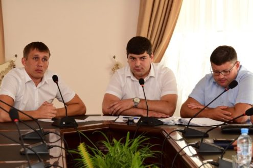 Поляна протеста «Стрелковая»? Жилмассив «Крымская роза»? Переговоры в администрации Симферополя