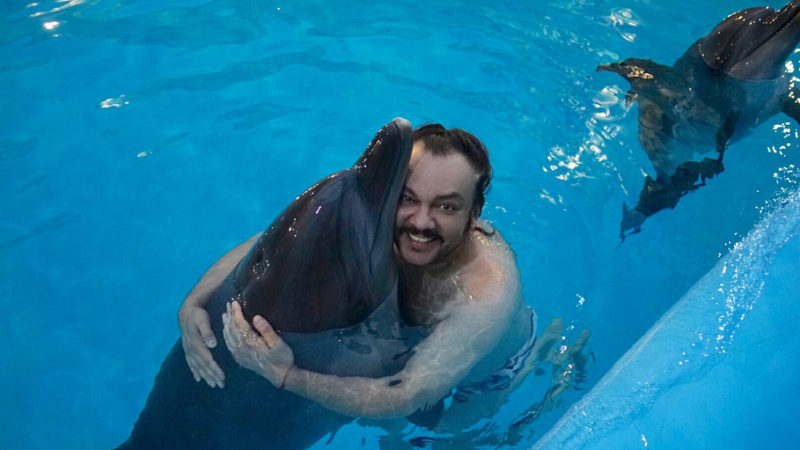 Посмотри, какое лето… Филипп Киркоров покатался на дельфине в Крыму