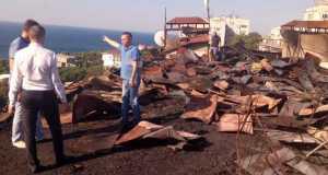В пгт. Кореиз приводят в порядок многоэтажку, кровля которой сгорела накануне