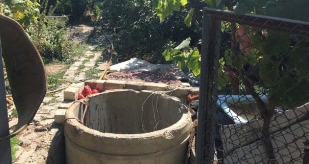 В субботу в Крыму спасатели доставали людей из колодцев
