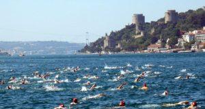 Севастопольская девушка переплыла пролив Босфор