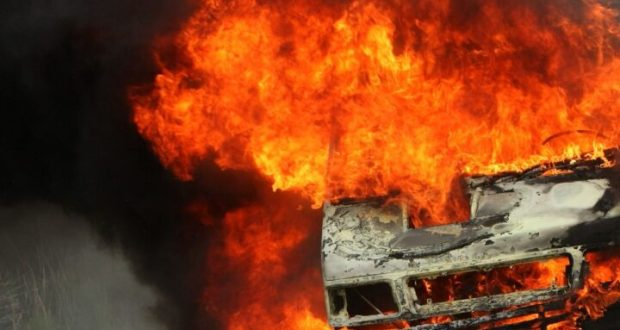 В Севастополе на ходу загорелся грузовой ГАЗ «Валдай»