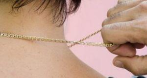 В Симферополе задержали грабителя: срывал с женщин золотые цепочки