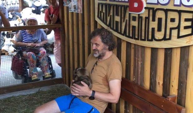 Кустурица в Крыму: концерт, экскурсии в пещерный город Чуфут-Кале и парк миниатюр в Бахчисарае