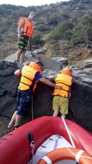 """В районе горы """"Аю-Даг"""" заблудились три человека. Помощь пришла с моря"""