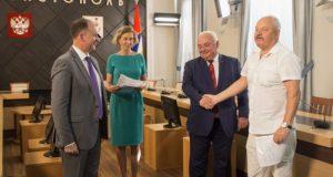 В Севастополе вручили первые договоры соцнайма бывшим военнослужащим