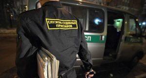 В Севастополе налоговики, приставы и инспектор ГИБДД ловили должников. Итог - арест авто