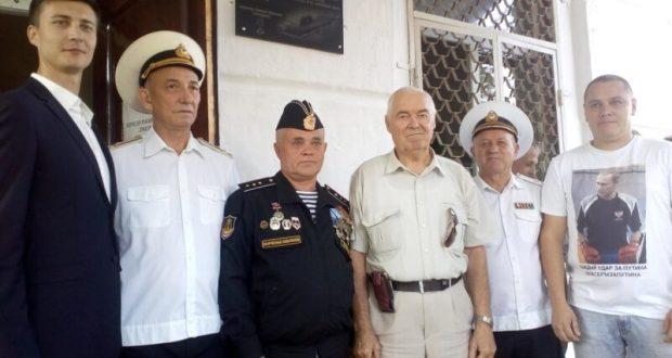В Севастополе открыли мемориальную доску моряку – члену команды АПЛ «Курск»