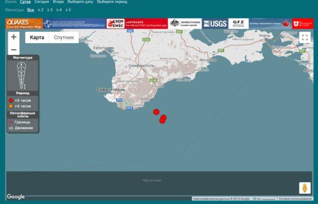 В Крыму – землетрясение 4 балла По данным Интернет-сервисов, фиксирующих землетрясения онлайн, в 8:45 в Черном море, в 28 км от Ялты произошло землетрясение силой 3,9 баллов. Его эпицентр находился глубоко под землей. Зафиксирована серия толчков (всего 3 на глубине 34, 20 и 15 км). Сотрясения земной коры зафиксировали и метеостанции в Крыму. По информации МЧС, толчки были. Практически, не ощутимы. Ситуация находится на контроле центра управления в кризисных ситуациях Главного управления МЧС России по Республике Крым, - отметили в МЧС.