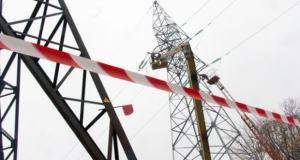 На западе Крыма автомобиль сбил опору ЛЭП и обесточил два села