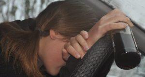 И женщины тоже: в Красноперекопске задержали барышню-рецидивистку за езду в пьяном виде