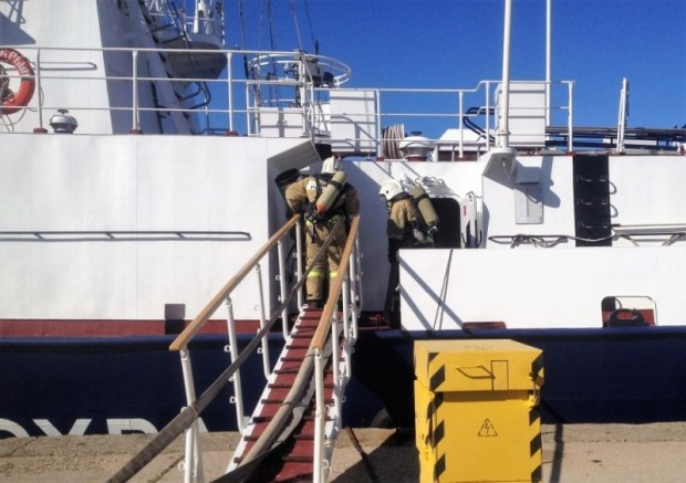 В Керчи потушили пожар на корабле. Условный
