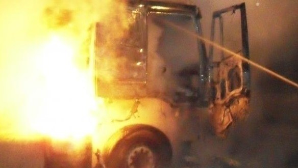 Ночной автопожар. В крымском селе горел грузовик