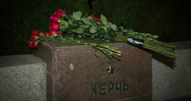 Режим ЧС, введенный в связи с трагедией в Керчи, снят, но в городе продолжается 40-дневный траур