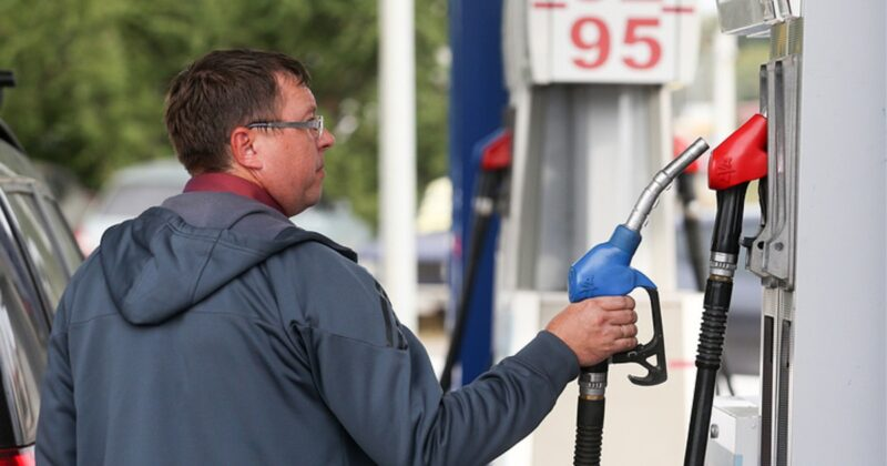 ФАС о ценах на бензин в Крыму. Причина не нова — логистика