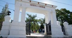 Севастопольские полицейские приняли участие в общегородском субботнике. Убирали Малахов курган