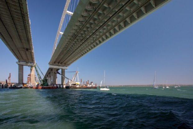 Какого цвета осень на Крымском мосту и что сейчас делает Кот Моста