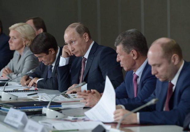 Владимир Путин прилетел в Крым. Президент проведет заседание президиума Госсовета